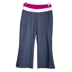 NIKE • Dri-Fit Grey Cropped Capri Active Pants